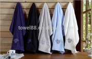 Plush 100% cotton embroidery soft and absorbent bath towel