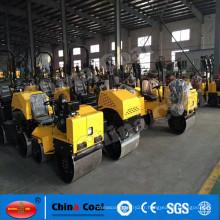 2017 Chine Charbon Mini Ride hydraulique sur compacteur de sol de rouleau de route