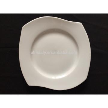 Фарфоровая белая квадратная плита с волнами