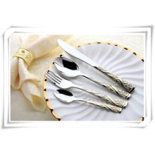 Cubiertos de acero inoxidable de lujo con vajilla de chapado en oro para el restaurante