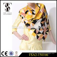 Patrón geométrico interesante movimiento en el tema bordado a mano bufandas de seda impresas