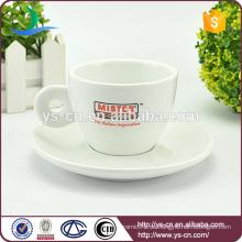Kundengerechte Porzellanabziehbild-Kaffeetasse und Untertasse eingestellt