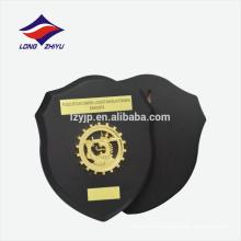 Черное дерево золото логотип деревянный щит награда доска