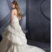 Weißes trägerloses Hochzeitskleid