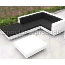 Pátio sofá de vime ao ar livre
