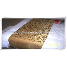 Couloir carré lit coutellerie drap / textile