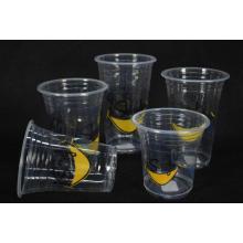 Высокая прозрачная пластиковая чашка в большой емкости для сока \ салат