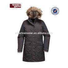 Parka matelassée à capuchon personnalisée de qualité OEM épais, doux manteau sain de veste de femmes