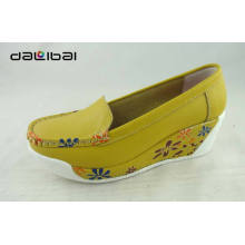 Atacado $ 16 couro superior fantasia coreano senhora sapatos plataforma amarelo