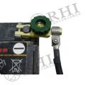 El terminal negro o verde de la batería de automóvil teclea el interruptor de la batería 12v