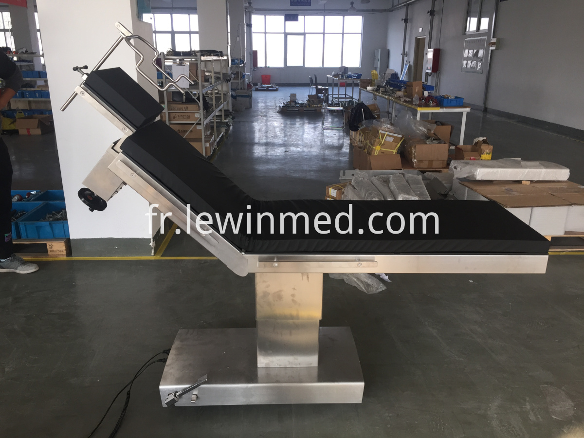 With head frame operating table
