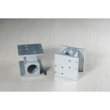 Traitement des pièces d'équipement usinées CNC