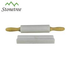 Rolo de pedra de mármore branco do macarronete com aperto de madeira