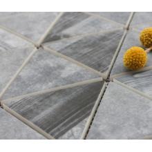 Azulejos de mosaico de cemento en la piscina