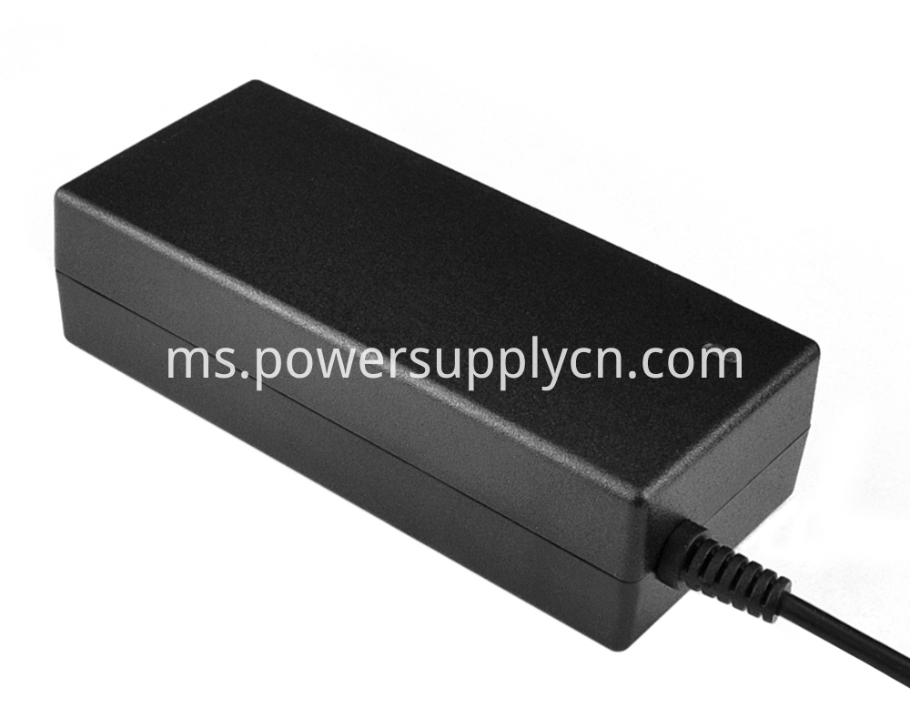 Travel use power adapter