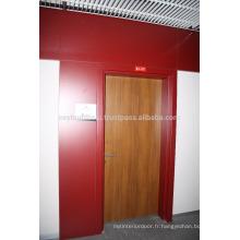Porte revêtue en stratifié en teck avec cadre et jambage en stratifié couleur rouge Claret