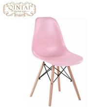 Style scandinave en gros pas cher style nordique jolie chaise en plastique et bois salon rose