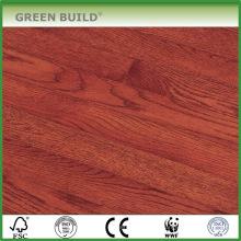 Utilisation de sports raclée par main de plancher en bois solide de chêne rouge