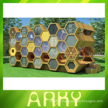 Équipement d'escalade en nid d'abeille