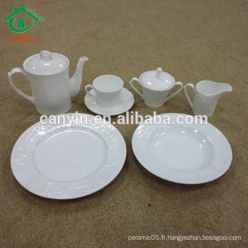 Vente en gros de vaisselle en porcelaine personnalisée à bas prix personnalisé pour le restaurant
