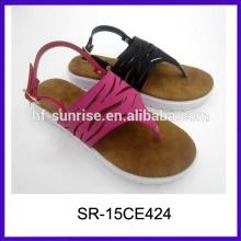 Neue modell-mode legte fantastische hefterzufuhren pu damenhefterzufuhren entwerfen flache sandalen für damenbilder