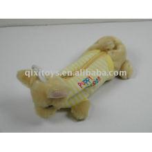 Tierplüsch und gefüllte Bleistiftbeutel