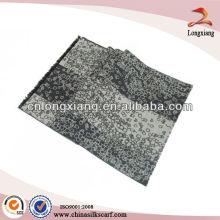 Moda lenço escovado de seda da figura