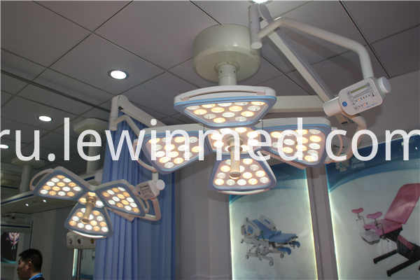 Single arm ceiling surgical light