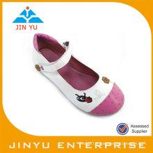 Chaussure en cuir insectée pour bébé