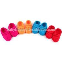 Heiße verkaufenbaby purpurrote handgemachte Häkelarbeitwollenmädchenschuhe