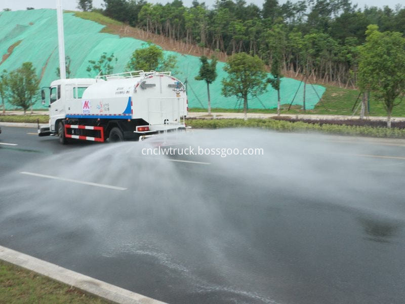 high pressure water jetting truck working 9