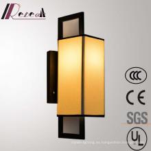 Tela blanca Lámpara de pared de cabecera de hierro para hotel Proyecto