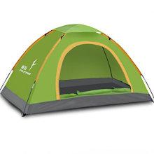 Personne extérieure pop up pliage utilisation de la tente dans l'ombre du soleil
