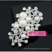custom made crystal pearl brooch for wedding invitations