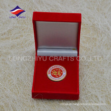 Emblema de enfeite de chapa de prata em prata com caixa