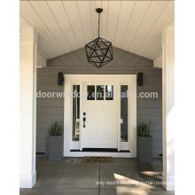 Puerta de la puerta de entrada del cliente con paneles de madera maciza con paneles de vidrio de lado para ideas