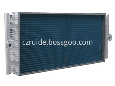 Very long straight type condenser