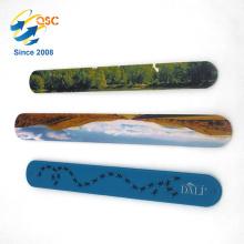 Le logo adapté aux besoins du client conçoit la longue bande de poignet de claque de silicone