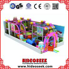 Parque de atracciones suave interior feliz de los niños
