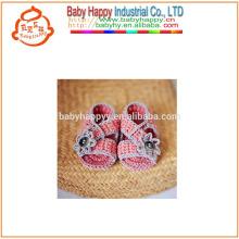 Heiße verkaufenhandgemachte Häkelarbeitwollenmädchen-Babyschuhe exportieren