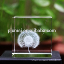 Clear Personalized Crystal Cube With 3D Laser Engraving For Souvenirs