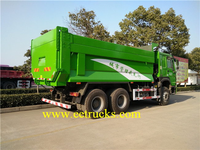 10 Wheeler Docking Garbage Trucks