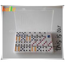Dominós coloreados baratos de los puntos de la fábrica del juguete de los niños para la venta al por mayor con la caja transparente