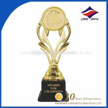 Prêmio vencedor do esporte ouro troféu de plástico com preço muito barato