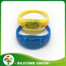 उच्च गुणवत्ता कस्टम सिलिकॉन Wristband नेतृत्व