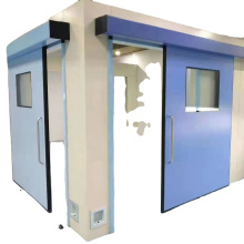Tür zum Operationssaal im Krankenhaus