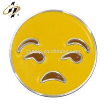 Atacado emoticon esmalte personalizado metal tristemente crachá pinos
