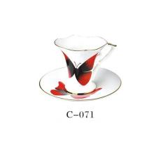 Набор чашек кофе с фарфором и бабочкой