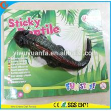 Brinquedo de crocodilo pegajoso e macio