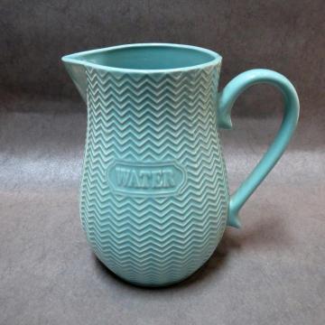 Jarra de leche de jugo de agua de cerámica en relieve